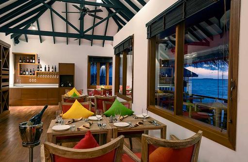Wein im Athiri Speciality Restaurant, Dhigufaru Island Resort