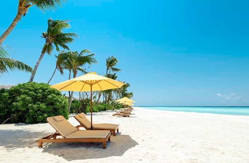 Liegestühle, Sonnenschirm, Dhigufaru Island Resort