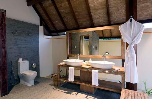 Toilette in der Semiwater Villa, Dhigufaru Island Resort