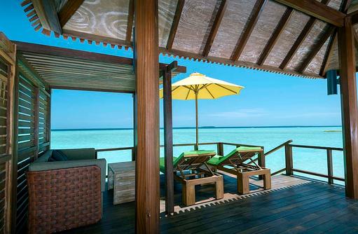 Meerblick in der Semiwater Villa, Dhigufaru Island Resort
