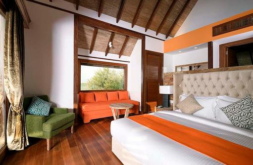 Blick ins Grüne von der Semiwater Villa, Dhigufaru Island Resort