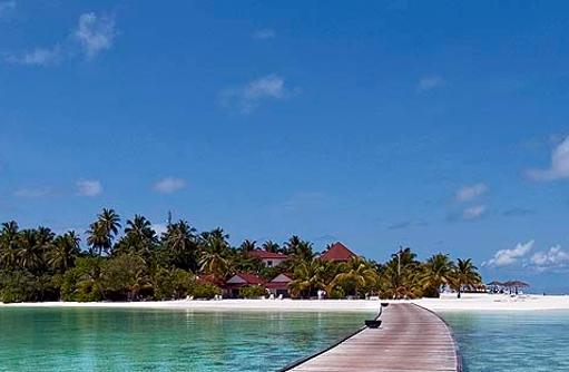 Blick auf die Insel, Steg, Diamonds Athuruga Beach & Water Villas, Maldives