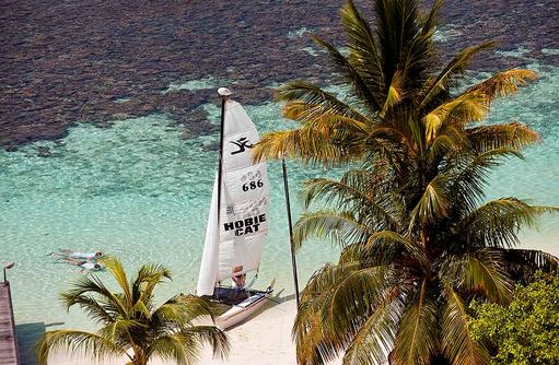 Katamaransegeln, Diamonds Athuruga Beach & Water Villas, Maldives