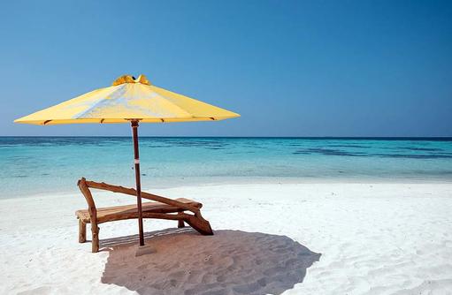 Strand, Sonnenschirm, Indischer Ozean, Drift Thelu Veliga Retreat, Malediven