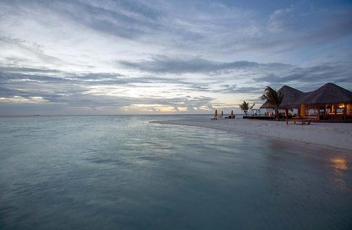 The Bar am Abend, Drift Thelu Veliga Retreat, Malediven