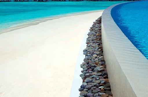 Infinity Pool, Hauptpool am Strand, Dusit Thani Maldives