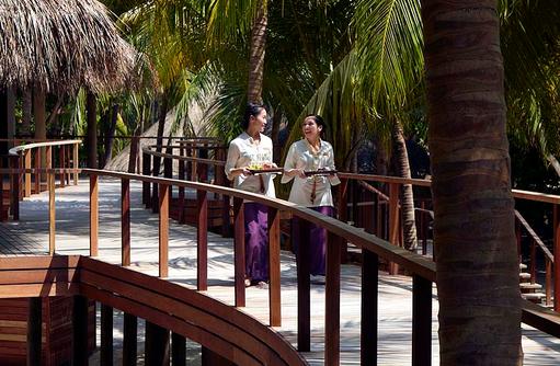 Devanara Spa, Holzstege, Dusit Thani Maldives