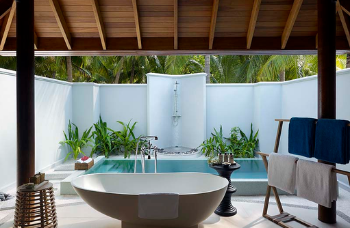 Beach Villa with Pool, halboffenes Badezimmer, Plunge Pool, Dusit Thani Maldives