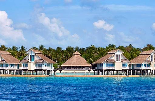 Blick auf Water Bungalows vom Meer, Ellaidhoo Maldives by Cinnamon