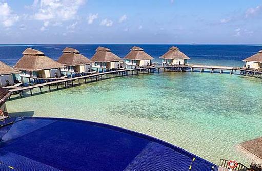 Blick auf die Water Bungalows, Ellaidhoo Maldives by Cinnamon