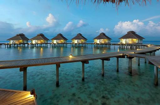 Water Villas bei Dämmerung, Ellaidhoo Maldives by Cinnamon