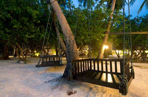 Schaukel am Baum, Romantischer Ort, Embudu Village, Maldives