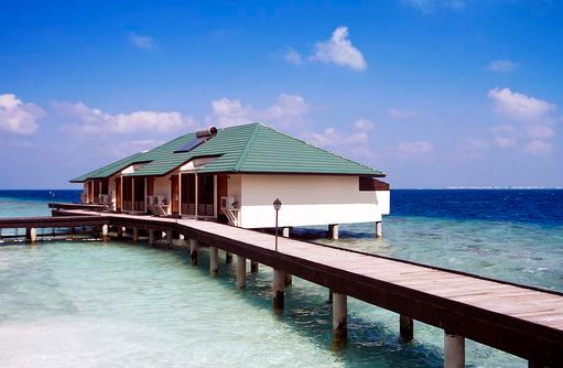 Steg zu Water Villas, Embudu Village, Maldives