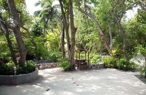 Garten, Embudu Village, Maldives