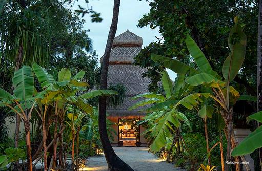 Weg zum Restaurant, Emerald Maldives