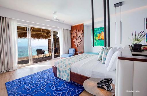 Bett mit Blick aufs Meer, Emerald Maldives