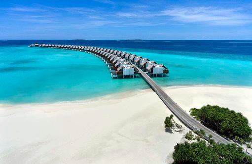 Steg zu den Wasservillen, Emerald Maldives
