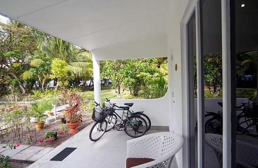 Terasse, Fahrräder, Equator Village
