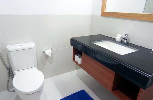 Toilette, Waschbecken, Equator Village