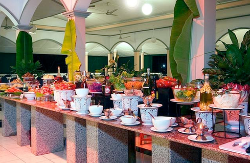 Buffet, Equator Village