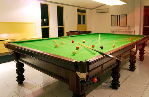 Billiard, Equator Village