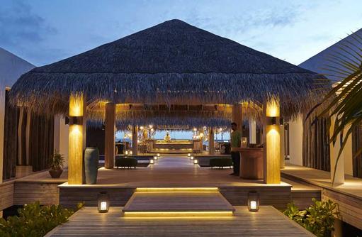 Eingang Azure Restaurant, Fairmont Maldives Sirru Fen Fushi