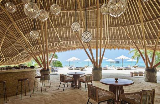 Innenbereich Onu Onu Bar, Fairmont Maldives Sirru Fen Fushi
