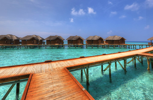 Weg zu den Waterbungalows, Fihalhohi Island Resort, Maldives