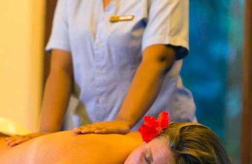 Rückenmassage, Filitheyo Spa, Filitheyo Island, Malediven