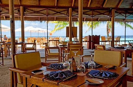 Tisch im Hauptrestaurant, Filitheyo Island, Malediven