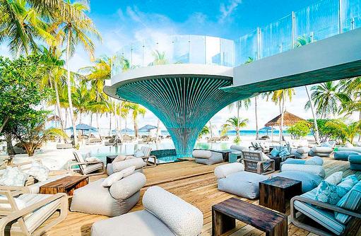 Relaxen im 1 OAK Beach Club, Finolhu, Malediven