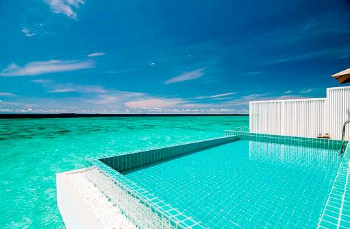 Infinity Pool einer Ocean Pool Villa, Finolhu, Malediven