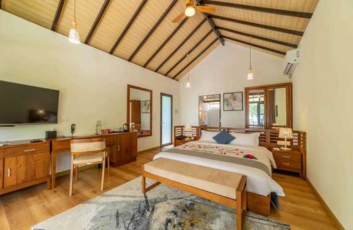 Bedroom Deluxe Garden Villa, Fiyavalhu Maldives