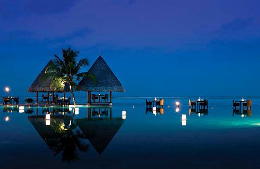 Kandu Grill Restaurant am Abend, Four Seasons Resort Maldives at Kuda Huraa