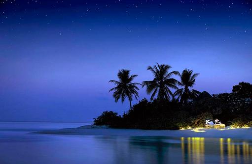The Night Spa bie Nacht, Massage am Strand, Four Seasons Resort Maldives at Kuda Huraa