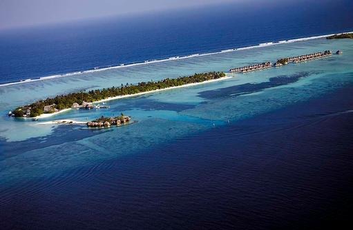 Luftansicht des Four Seasons Resort Maldives at Kuda Huraa