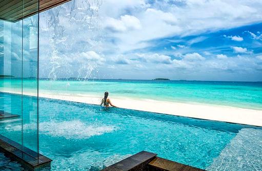 Infinity Pool im Landaa Estate, Four Seasons Resort Maldives at Landaa Giraavaru
