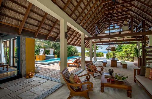 Aussenbereich einer Beach Villa mit Pool, Four Seasons Resort Maldives at Landaa Giraavaru