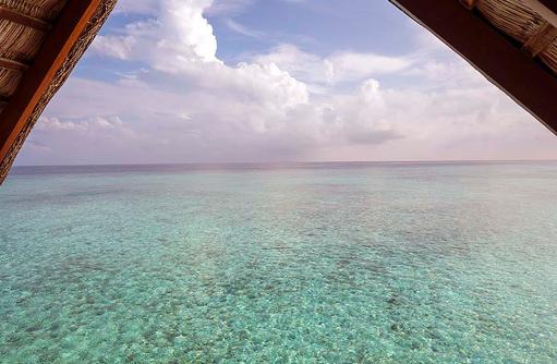 Blick aus einer Wasser Villa, Four Seasons Resort Maldives at Landaa Giraavaru