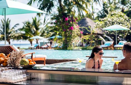 Cocktails am Hauptpool, Four Seasons Resort Maldives at Landaa Giraavaru