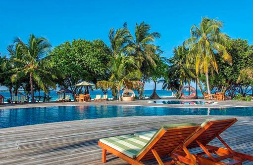 Liegen am Pool, Furaveri Island Resort & SPA, Maldives