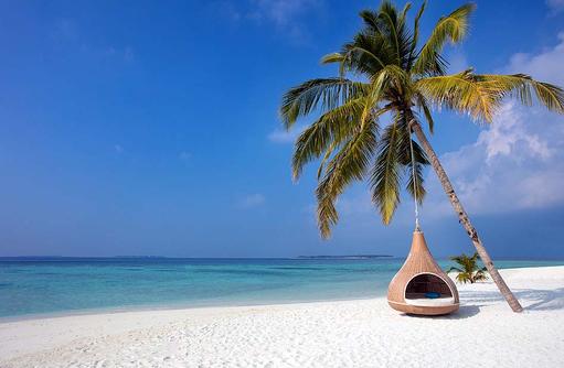 Relaxsessel am Strand, Furaveri Island Resort & SPA, Maldives