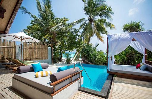 Pool Deck in der Beach Pool Villa, Furaveri Island Resort & SPA, Maldives