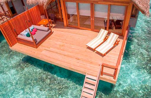 Terrasse der Wasser Villa, Furaveri Island Resort & SPA, Maldives