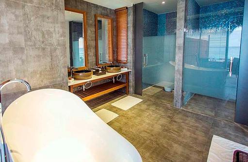Badezimmer der Wasser Villa, Furaveri Island Resort & SPA, Maldives