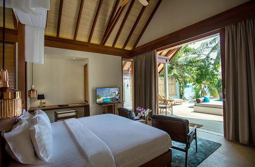 Schlafbereich in der Beach Pool Villa, Furaveri Island Resort & SPA, Maldives