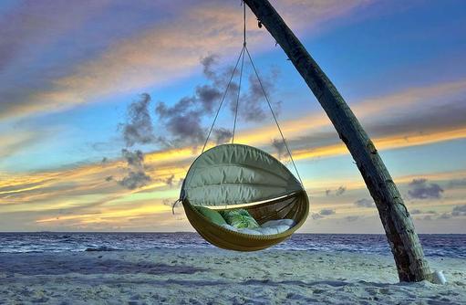 gemütliche Schaukel am Strand, Fushifaru Maldives
