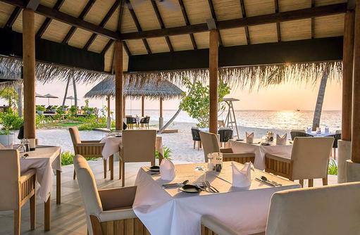 Restaurant Raakani, Grill, Dinner mit Sonnenuntergang, Fushifaru Maldives