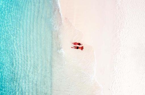 Zeit zu Zweit genießen am Strand, Fushifaru Maldivesf