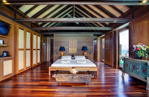 Overwater Deluxe Villa, Schlafraum, Gangehi Island Resort, Maldives